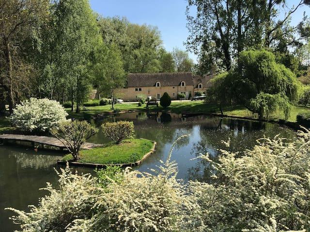 Moulin restauré avec piscine à 10 min de Beaune
