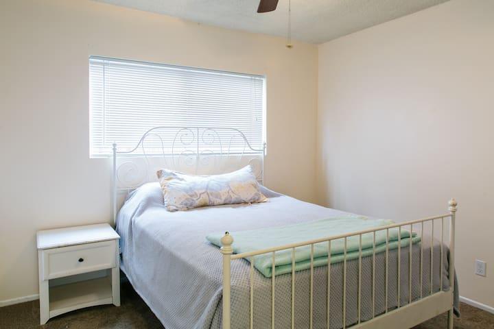 Cozy 1 Bedroom in Perfect Location - Long Beach - Leilighet