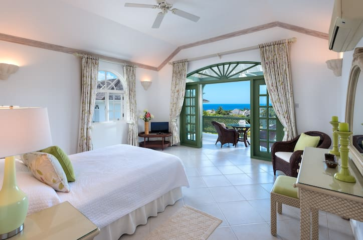 Villa Frangipani - Ocean Views, Luxury Holiday