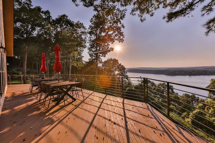 180 degree views of Beaver Lake