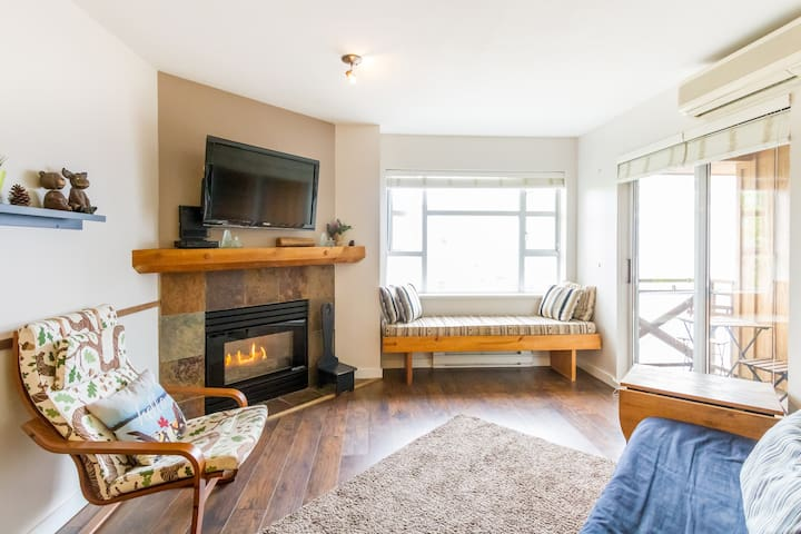 Homelike 1 bedroom + den Whistler condo