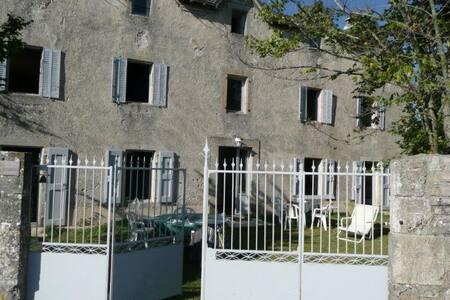 Large house of character, Cevennes Gorges du Tarn - Sainte-Énimie - Allotjament sostenible a la natura
