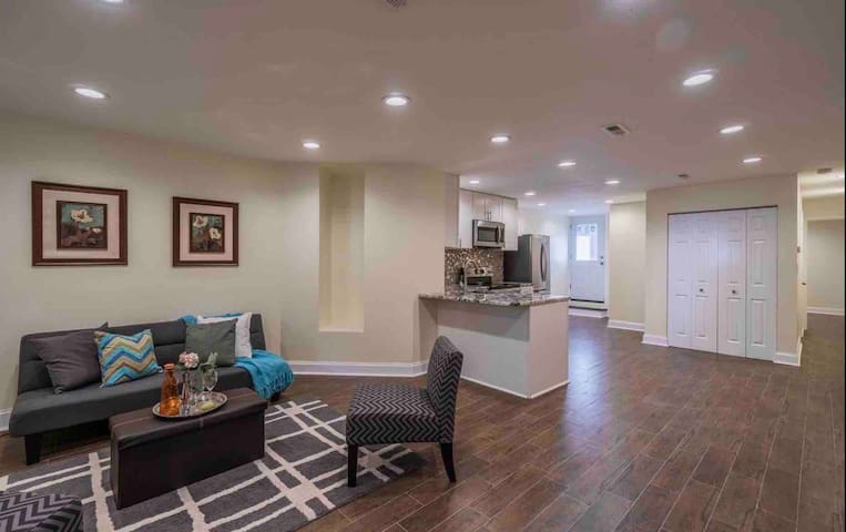 Bright, spacious apartment in the heart of DC