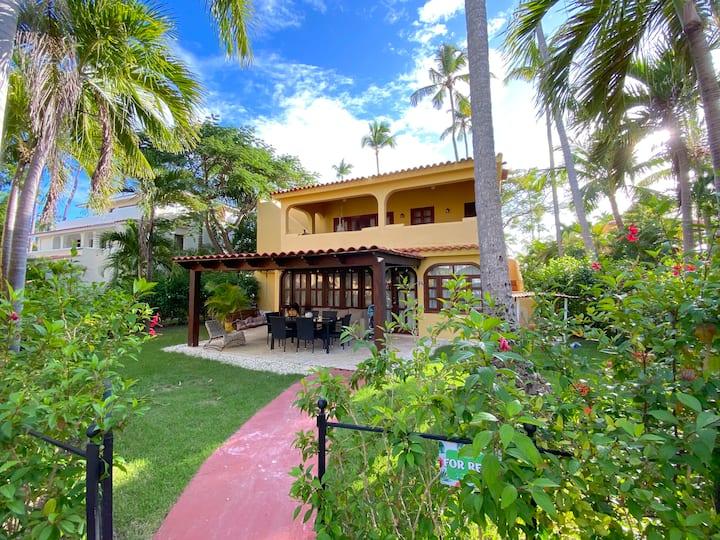 BEACH HOUSE with POOL playa LOS CORALES CY