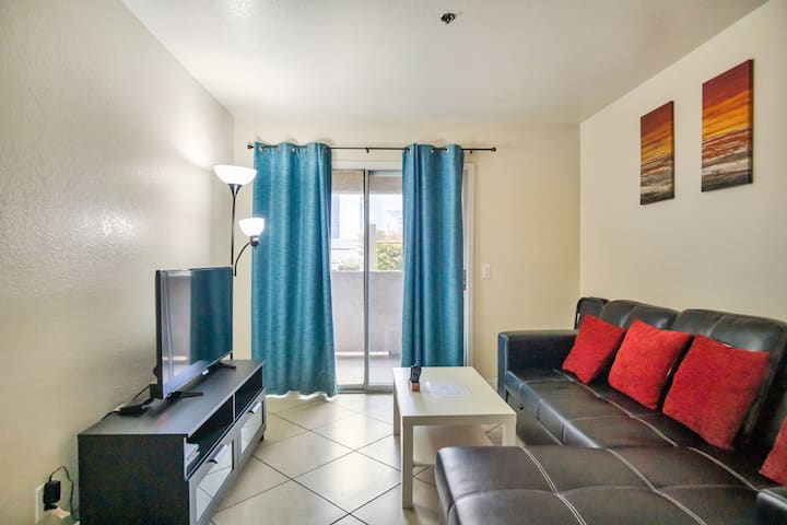 4 Luxury Strip View Condo Fully Furnished