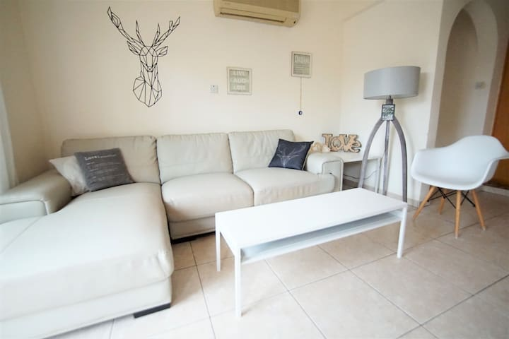 2 bedroom ground floor ap, perfect location!