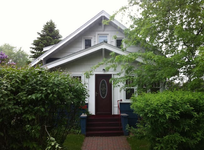 Comfy room in quiet older home - Cloquet - House