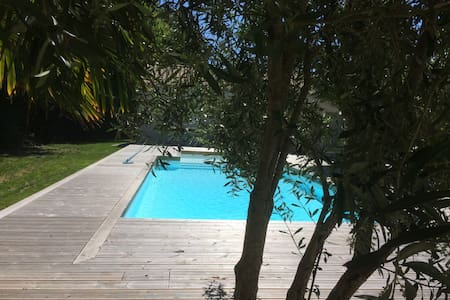 Studio indépendant ; accès piscine chauffée.
