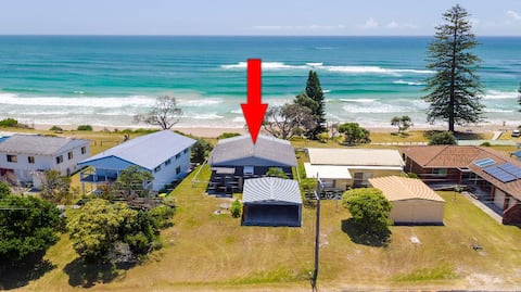 SEASHELLS COTTAGE - Absolute Beach Front!