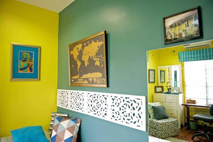 Picoplat: the Yellow room