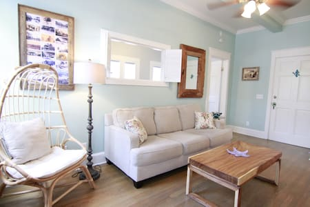 Happy Harbor Walk Apartment • Old Town
