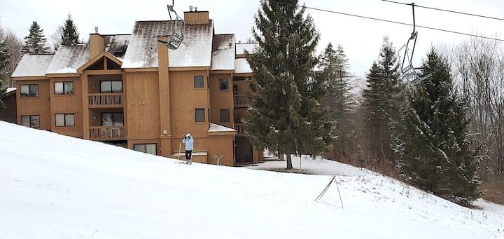 Ski the Wall - 2 Bed, 2 Bath Ski-in/Ski-out