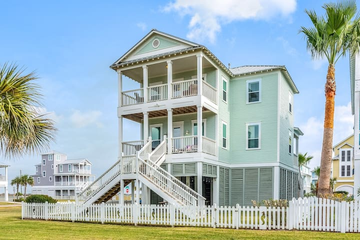 Lovely home w/ Gulf & beach views and private balcony - close to the beach