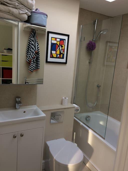 Second floor en-suite bathroom