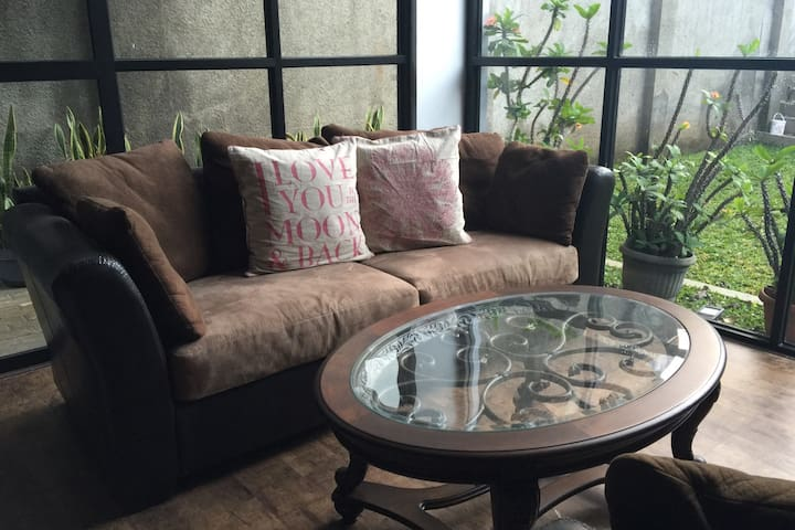 Warm living room (1st fl.)