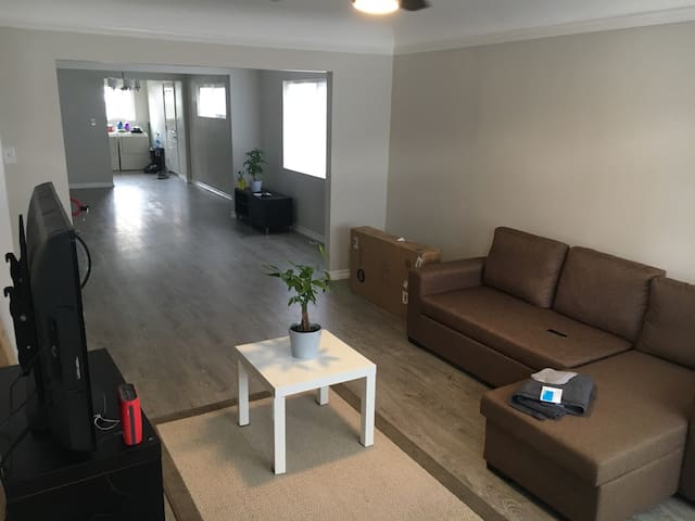 Newly remodeled centrally located shared space! - Los Angeles - Dům