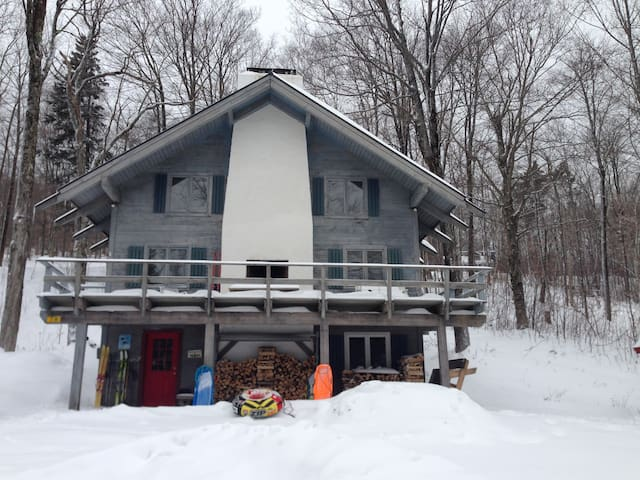 Southern Vermont Ski Chalet ~ Cozy Up and Relax! - Windham - Rumah