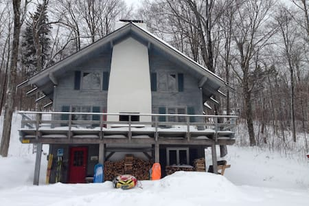 Southern Vermont Ski Chalet ~ Cozy Up and Relax! - Windham