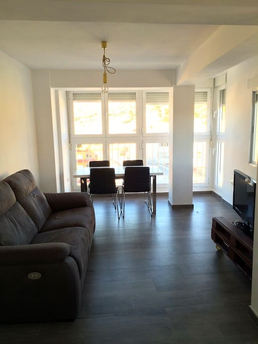 Living room with extensible table & 3 seater reclinable sofa
