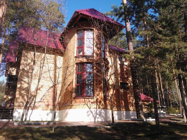 Коттедж в сосновом лесу (Екатеринбург)