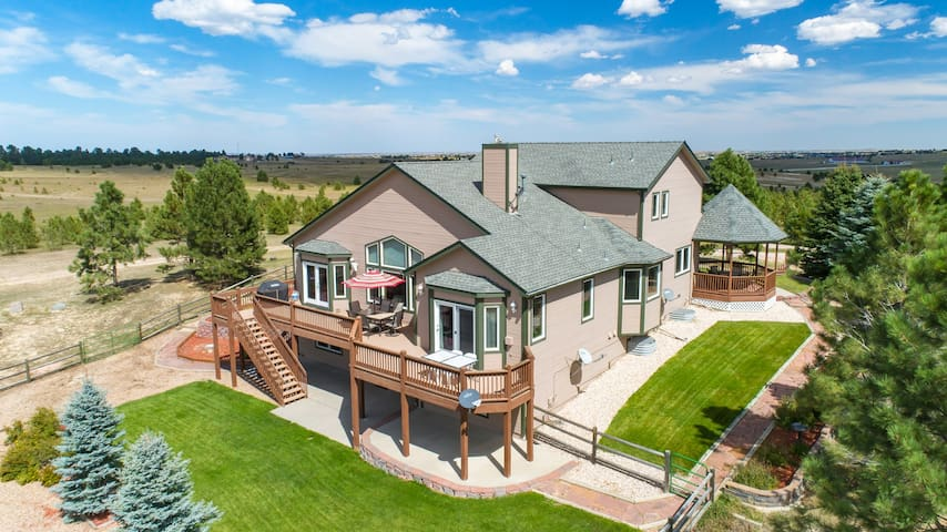 Beautiful 7 BR Acreage Estate with gathering space