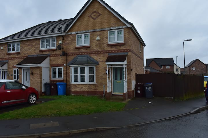 Luxury 3 Bed Semi Detached house on private estate