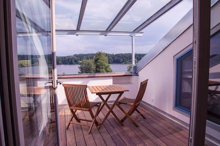 Direkt am See, moderne FeWo Loggia - Bad Endorf - Apartamento