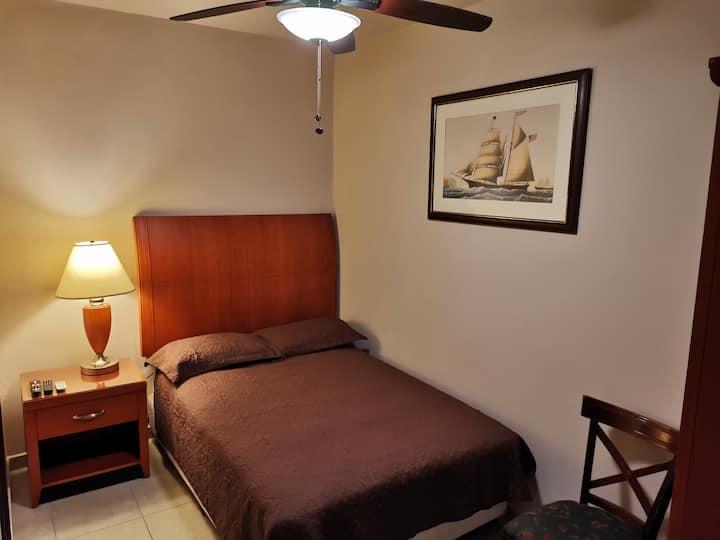 Habitación independiente muy confortable y segura.