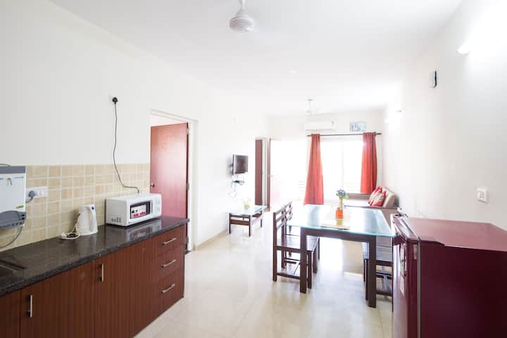 Johnnie's 2BHK Suites - Power backup,WIFI & Pool