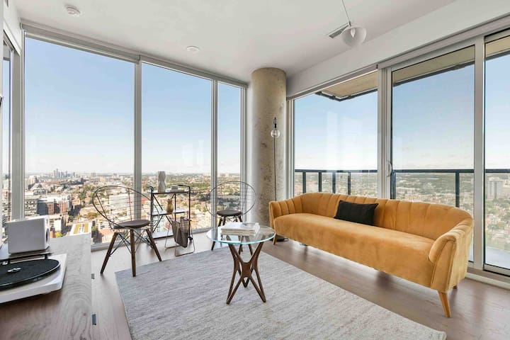 Sky Suite in Central Downtown w/ Spectacular Views
