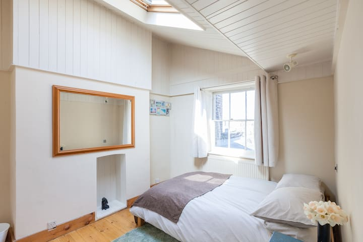 Bright double room in spacious open plan flat - Londen - Appartement