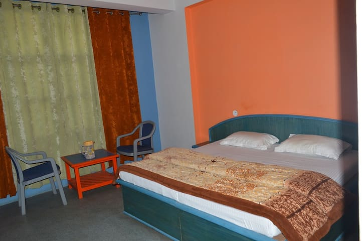 Deluxe Room with King Double Bed - Joshimath - Lägenhet