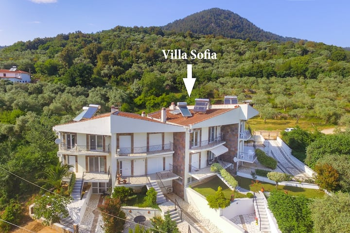 Spacious villa 150 sq.m. in Golden beach