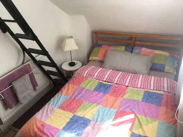 Zone 2 Tufnell Park close to shops Central London