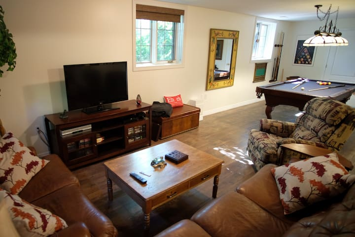 Clean & Cozy Private Suite. Many special features.