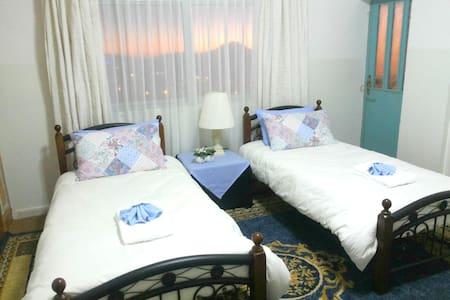 Petra Comfort Home 2 - Private Bathroom En Suite