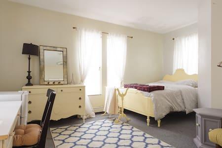 Bedroom for females near Longwood Medical, T stop - Brookline