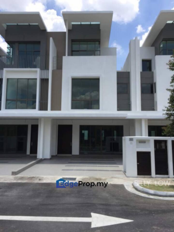 LAKE POINT RESIDENCE, Cyberjaya House