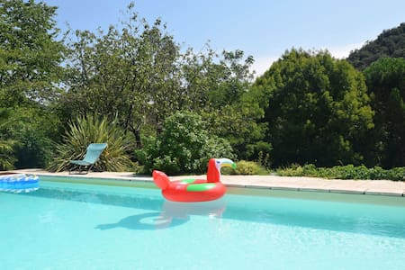 Lovely house with grass garden, shared swimmingpool, next to the river Ardèche