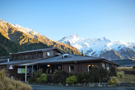 Double + 2 Bed Bunk (Shared Bathroom) -YHA Mt Cook