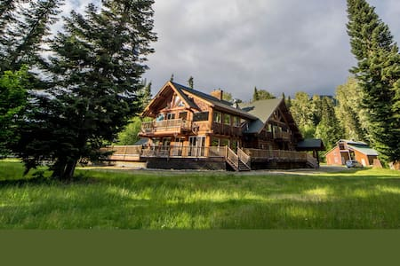 Cabin Creek Lodge- Sleeps 40+ Event Venue for 150+ - Easton