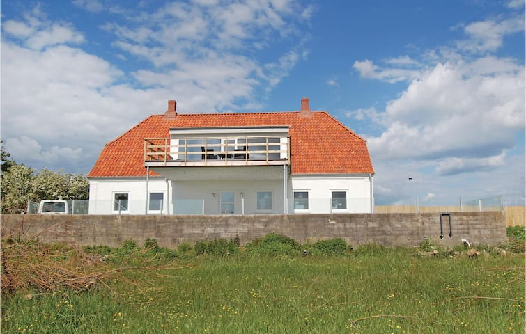 Holiday cottage with 8 bedrooms on 240 m²
