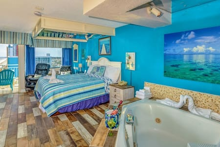 Oceanfront Romance Suite with Jacuzzi~SM51513