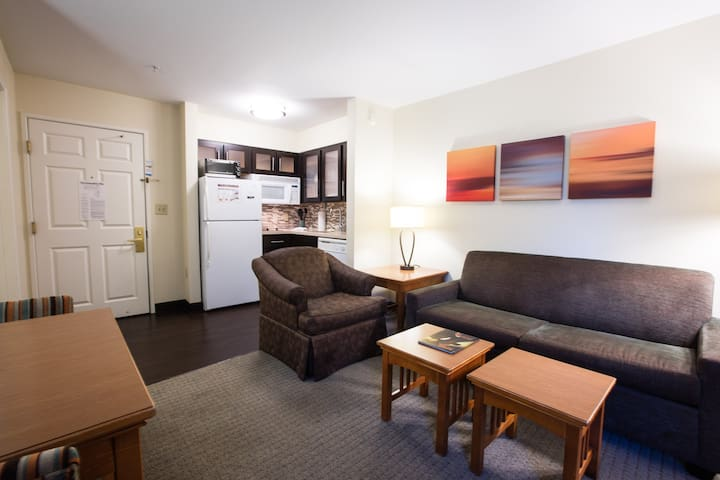 Free Breakfast + Outdoor Pool + 24 Hour Business Center | Near Downtown Austin