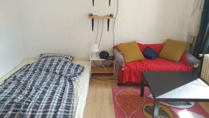 Cozy room in relaxed student flat close to center
