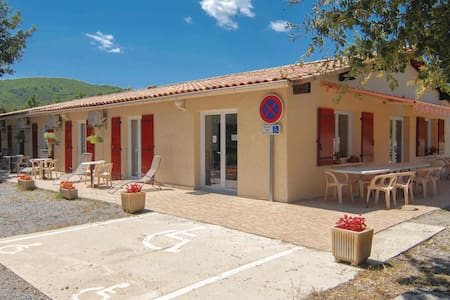 Holiday cottage with 9 bedrooms on 216m² in Courry