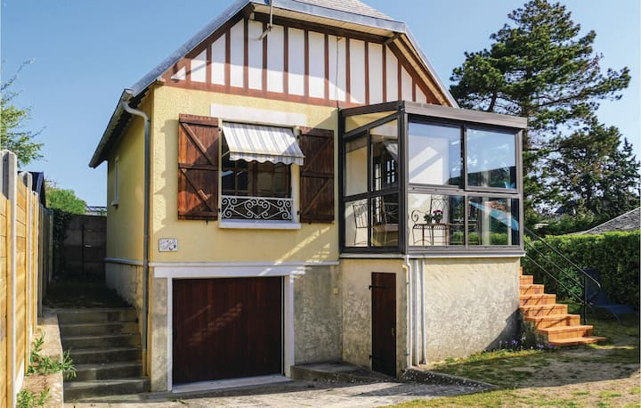 Holiday cottage with 3 bedrooms on 50m² in Hauteville-sur-Mer
