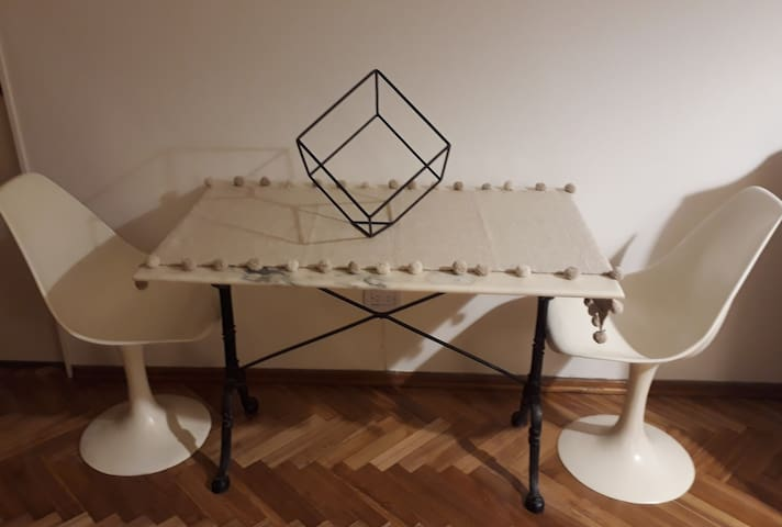 ART+ DINING TABLE