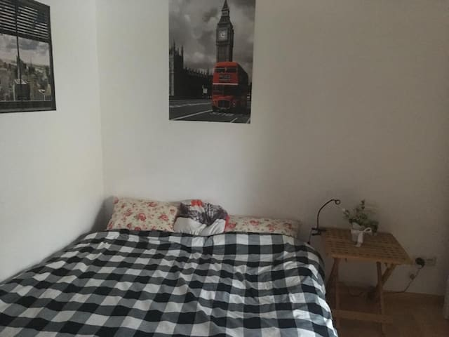 Nice & cosy room with own balcony in Munich-Pasing