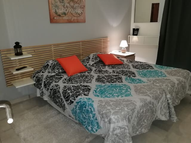 Twin Room - Private WC, TV, AC, CENTER of LAGOS